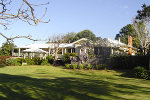 Tamborine Accommodation, Cottages on Tamborine, Bed and Breakfast