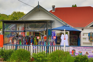 Clothing and Collectables, Gallery Walk, Tamborine Mountain, Shopping
